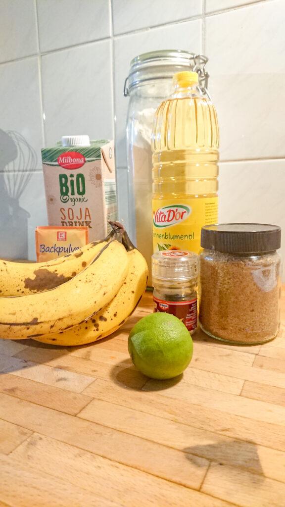 Die Zutaten für das Bananenbrot