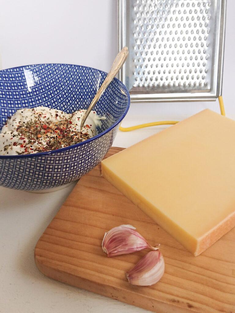 Zutaten für den Knoblauchkäse Brotaufstrich