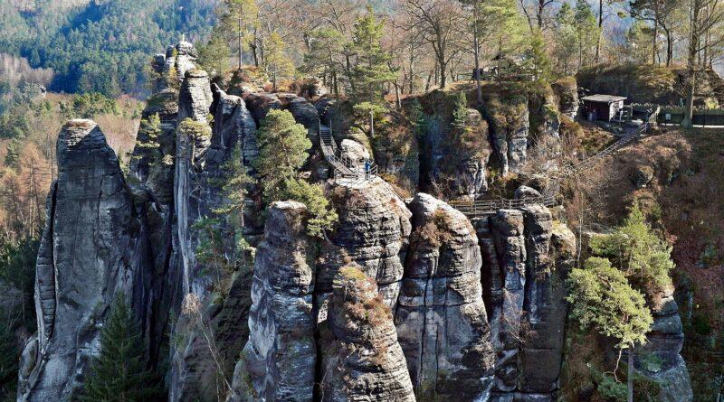 Foto der Bastei im Elbsandsteingebirge